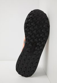 adidas Originals - FOREST GROVE - Trainers - raw green/linen/orange - 4