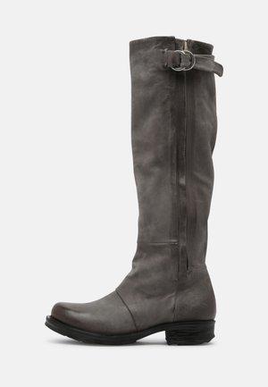 Boots - smoke