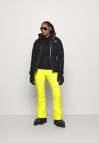 J.LINDEBERG - STANFORD - Spodnie narciarskie - banging yellow - 1