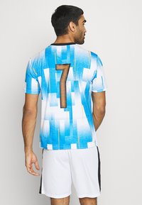 Puma - NEW YORK - Print T-shirt - electric blue lemonade/white - 2