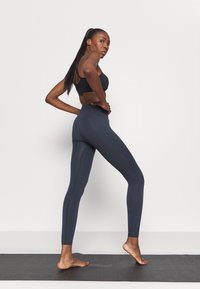 Filippa K - HIGH SEAMLESS LEGGING - Tights - coal - 2