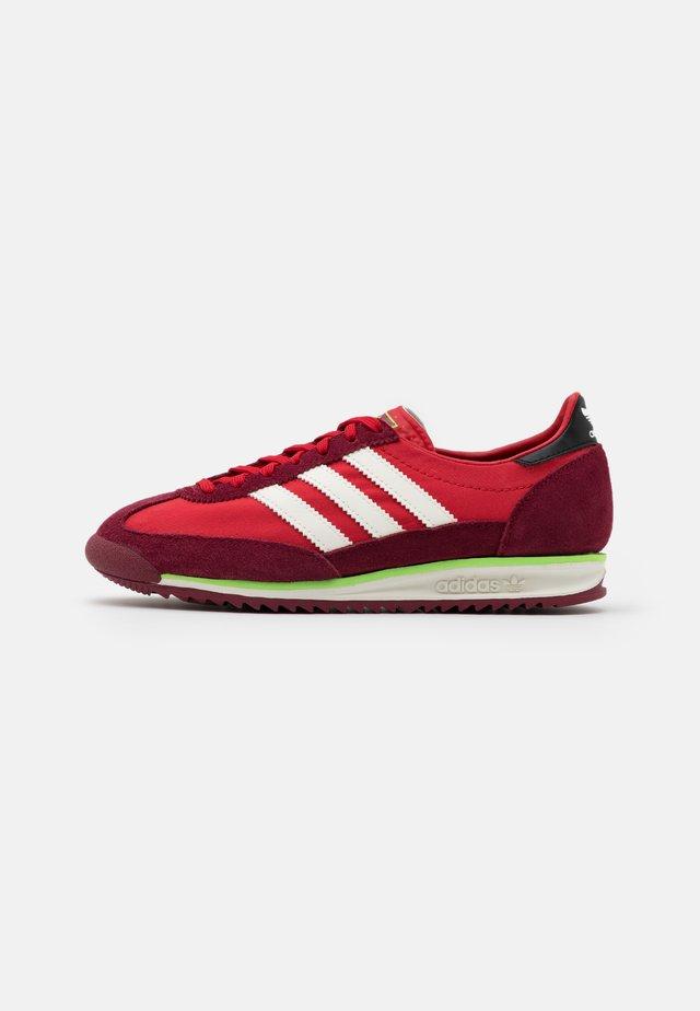 SL 72 UNISEX - Sneakersy niskie - scarlet/offwhite/collegiate burgundy