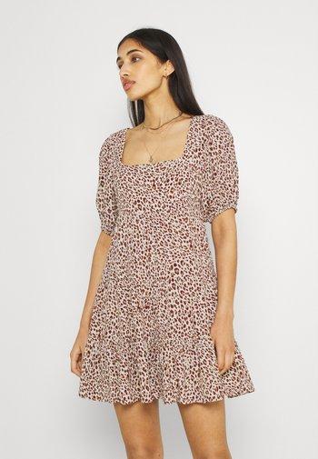 OLYMPIA BABYDOLL MINI DRESS - Robe d'été - brown