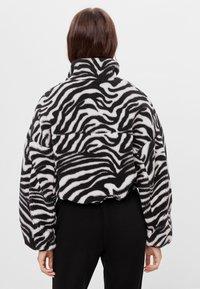 Bershka - Fleecová bunda - black - 2