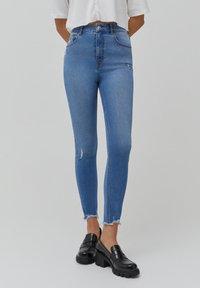 PULL&BEAR - SKINNY HIGH WAIST - Jeans Skinny Fit - blue - 0