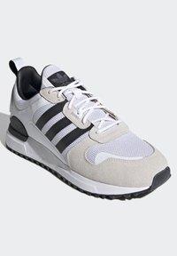 adidas Originals - SPORTS INSPIRED SHOES - Matalavartiset tennarit - ftwwht/cblack/ftwwht - 4