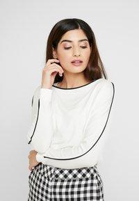 Esprit Collection Petite - PIPING TEE - Top sdlouhým rukávem - off white - 0
