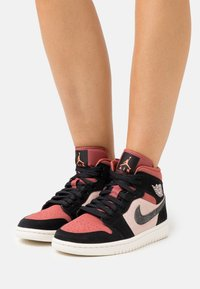 Jordan - WOMENS AIR 1 MID - Sneakersy wysokie - particle beige/black/canyon rust/sail - 3