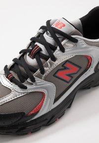New Balance - MR530 - Sneakersy niskie - black/red - 8