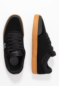 Etnies - MARANA - Sneakersy niskie - black/white - 1