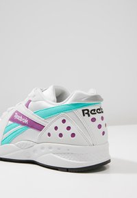 Reebok Classic - PYRO - Trainers - porcelain - 5