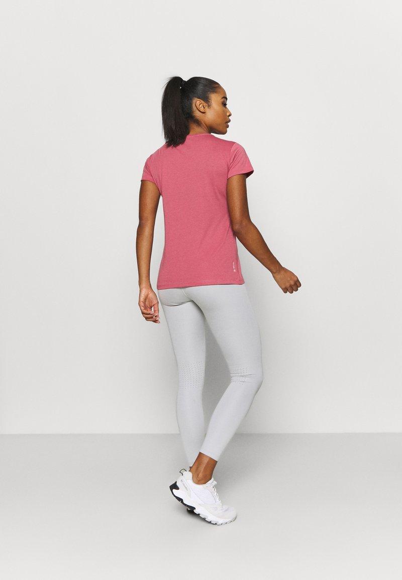 Salewa - GEOMETRIC TEE - Print T-shirt - mauvemood melange