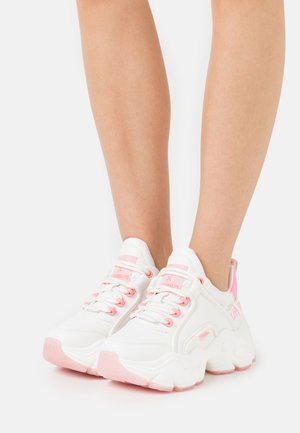 BUFFALO X LEOOBALYS VEGAN BINARY CASH - Joggesko - white/pink