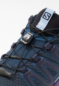 Salomon - XA PRO 3D V8 - Løbesko trail - poseidon/violet indigo/forever blue - 5