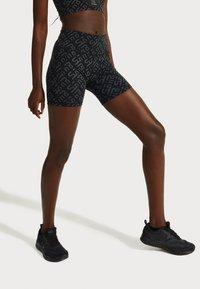 Sweaty Betty - SWEATY BETTY X HALLE BERRY POWER BIKER SHORTS - Tights - black - 0