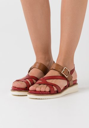 Sandály na platformě - chili/cognac