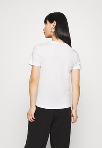 ONLY Petite - ONYRANDI LIFE - Camiseta estampada - cloud dancer - 2