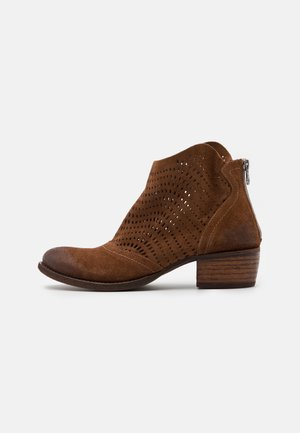 DRESA - Kotníková obuv - marvin brown