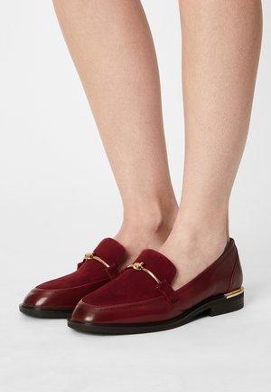 Nazouvací boty - dark scarlet