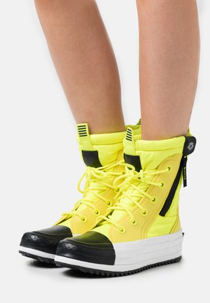 CHUCK TAYLOR ALL STAR BOOT - Winter boots - lemon/black/white