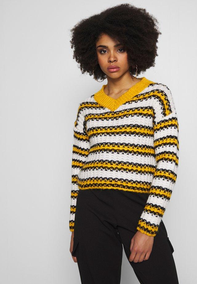 STRIPE CROP JUMPER - Pullover - mustard