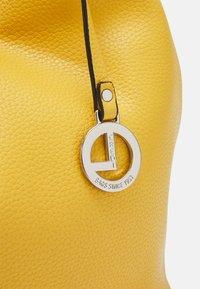 L.CREDI - EBONY - Handbag - curry - 3