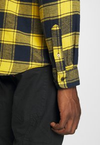 Jack & Jones - JORJAN  - Shirt - spicy mustard - 5