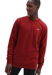 Vans - MN BASIC CREW FLEECE - Sweatshirt - pomegranate - 0