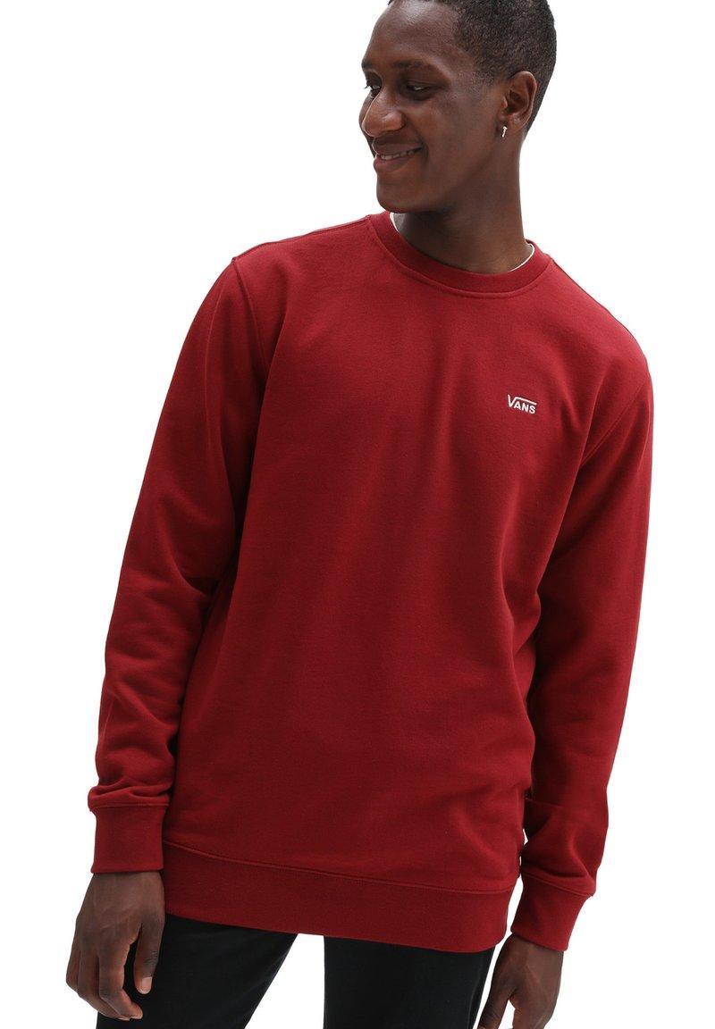 Vans - MN BASIC CREW FLEECE - Sweatshirt - pomegranate