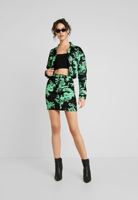 Missguided - DRAGON PRINT STRETCH CROPPED JACKET - Jeansjacka - neon green - 1