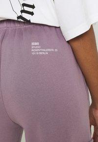 WRSTBHVR - GATY PANTS STONE LILAC WOMEN - Cargo trousers - stone lilac - 5