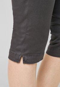 QS by s.Oliver - Denim shorts - dark grey - 5
