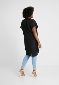 Simply Be - LONGLINE SHEER OVERLAY BLOUSE - Blusa - black - 2