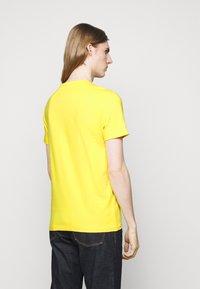 Polo Ralph Lauren - CUSTOM SLIM FIT JERSEY CREWNECK T-SHIRT - Jednoduché triko - racing yellow - 2