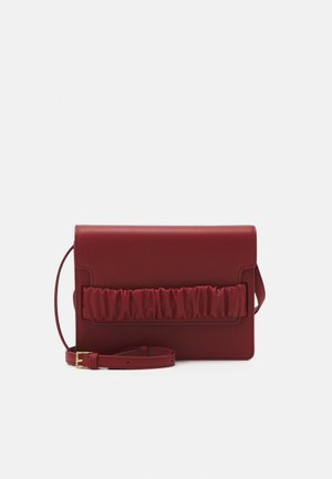 CHOUCHOU SQUARE BOX - Skulderveske - giranium red