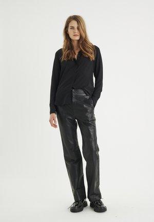 LUCIEIW CLASSIC PREMIUM - Button-down blouse - black