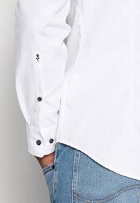 Seidensticker - MANDARIN TAPE SLIM FIT - Camicia - white - 4
