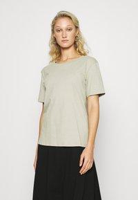 Zign - Botanical dyed top - Basic T-shirt - olive - 0
