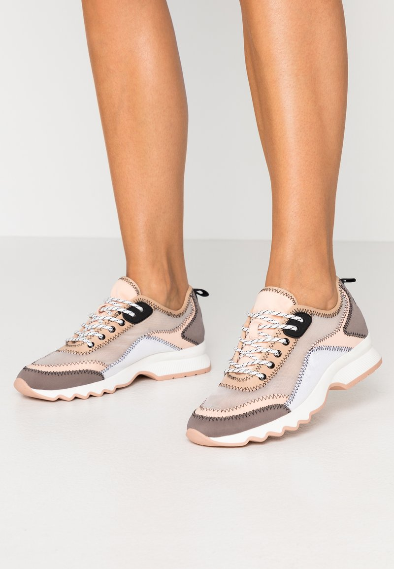 PARFOIS - Zapatillas - grey/pink