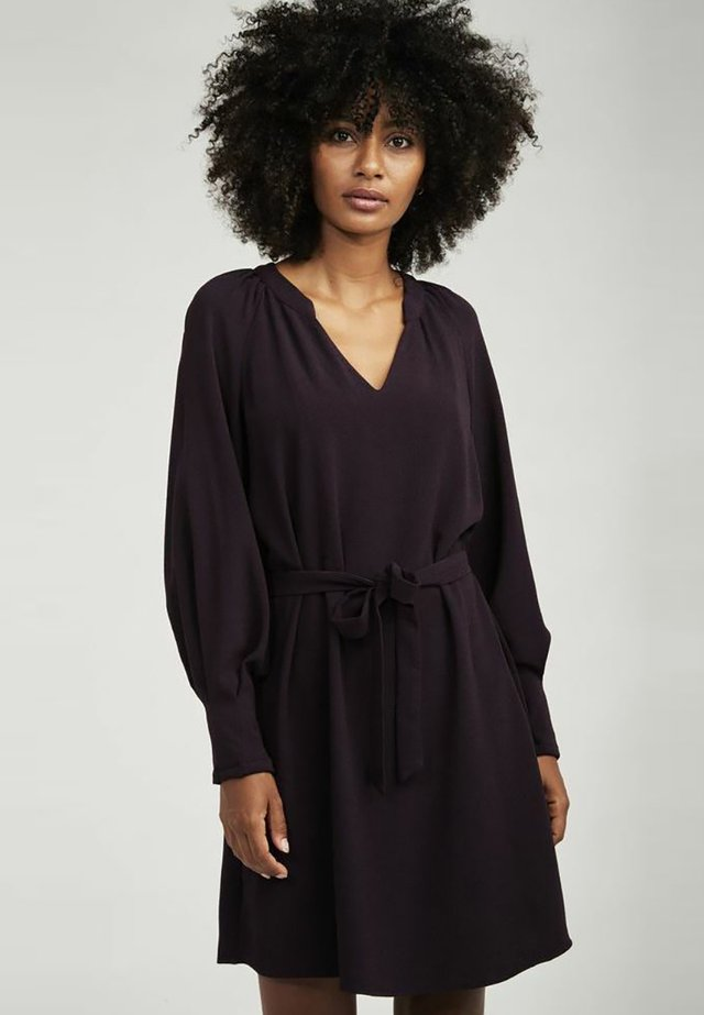 LAMIA - Korte jurk - purple