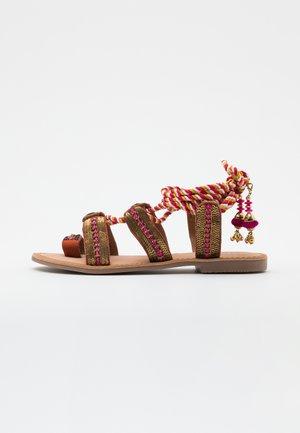 VALSINNI - T-bar sandals - fuxia