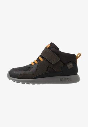 DRIFTIE - High-top trainers - black/grey