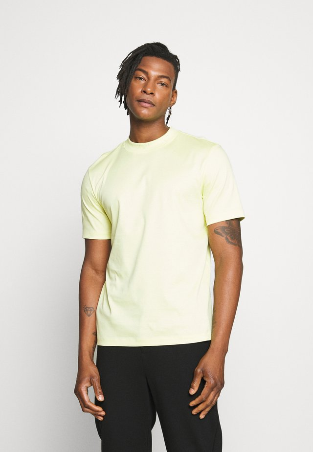 ACE SMOOTH - Jednoduché triko - still yellow