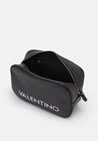 Valentino Bags - LIUTO - Trousse de toilette - nero - 2