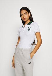 Missguided - PLAYBOY VARSITY BODYSUIT - Polo shirt - grey - 0