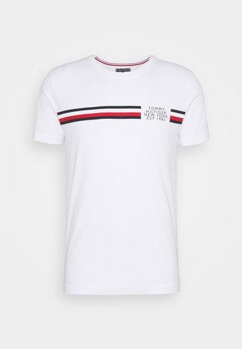 CORP SPLIT TEE - T-shirt med print - white