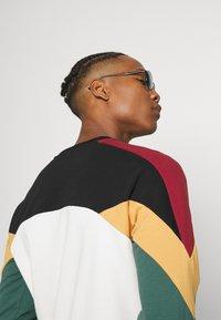 Kaotiko - UNISEX CREW DOWNTOWN - Sweatshirt - multicolor - 3
