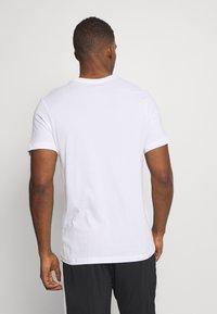 Jordan - JUMPMAN CREW - Print T-shirt - white - 2