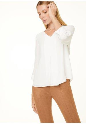 MIT LAYERING-EFFEKT - Blouse - white