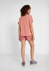 Columbia - SUMMER CHILL TEE - Basic T-shirt - cedar rush - 2